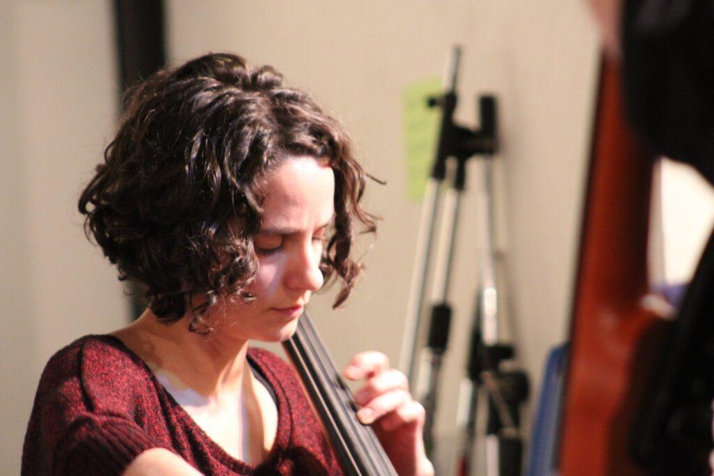 Toni Tinetti profile playing cello