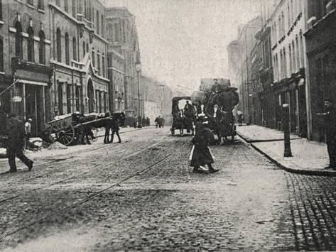 Leman Street with people and carriages